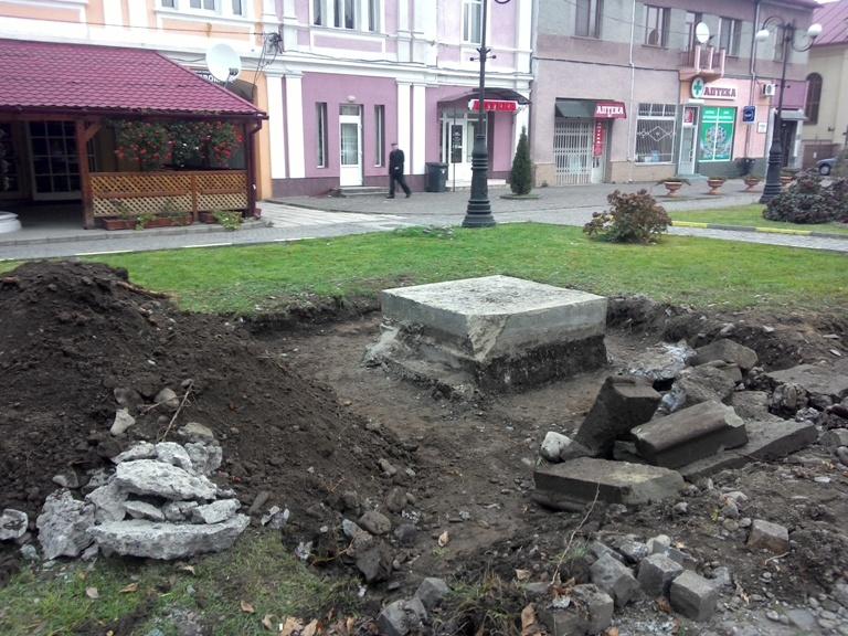 """Тячівці """"віддячились"""" Володимиру Леніну"""