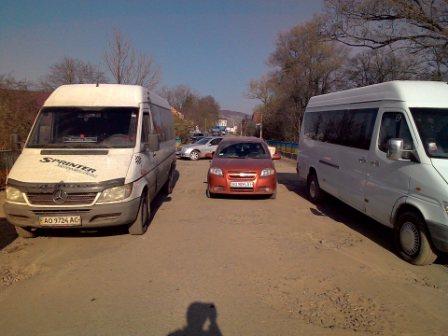 Дорогу Іршава-Довге-Свалява перекрито: люди вийшли на акцію протесту (ФОТО)