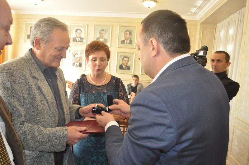 Відомий угорський хірург отримав відзнаку від Закарпатської облради
