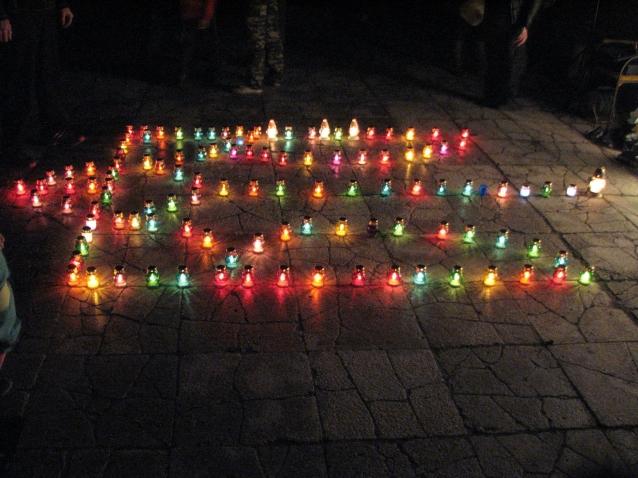 У Великому Березному палаючим тризубом вшанували загиблих військових (ФОТО)