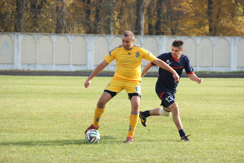 Угорські та українські митники спробували себе у ролі футболістів (ФОТО)
