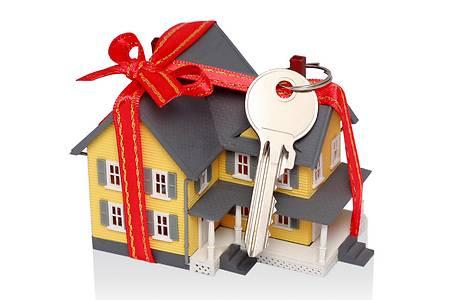 Закарпатці стали частіше дарувати квартири