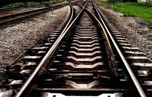 Закарпатець вирішив трохи відпочити на залізничній колії