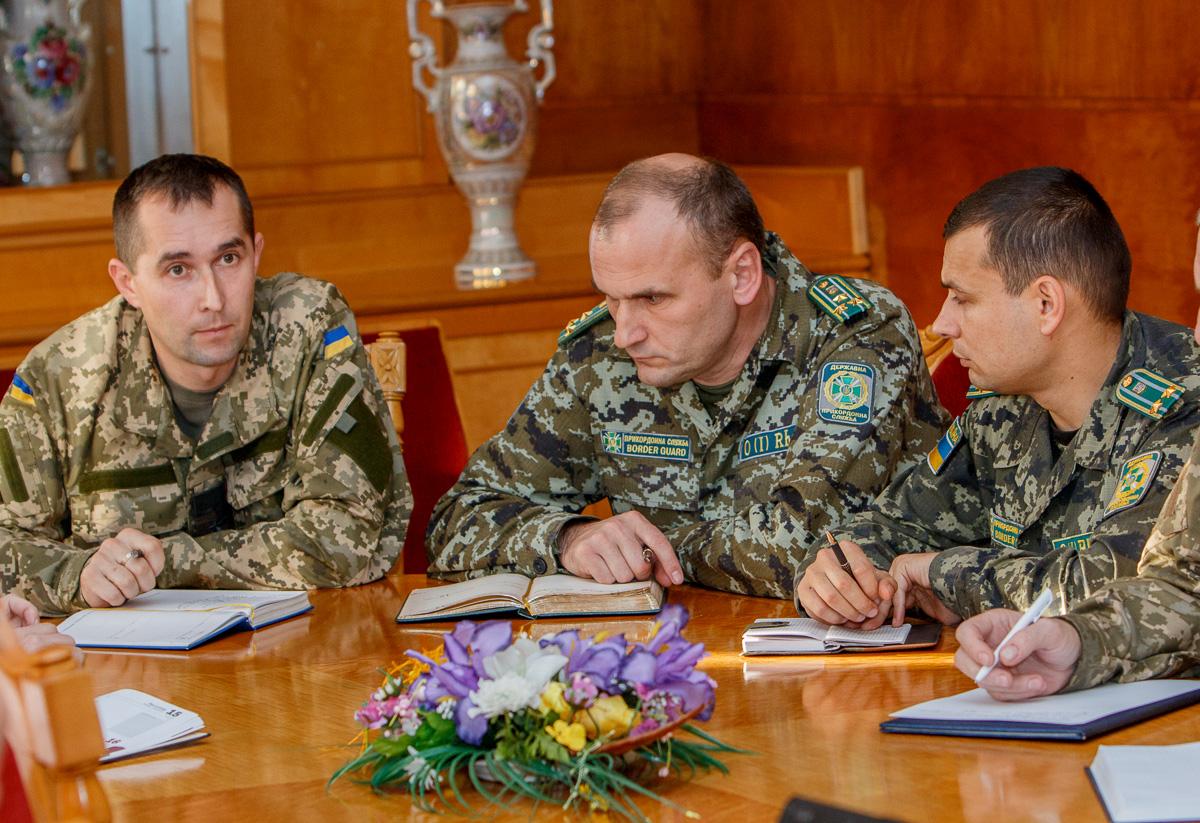 В Ужгороді обговорювали варіанти допомоги закарпатським військовим у зоні АТО