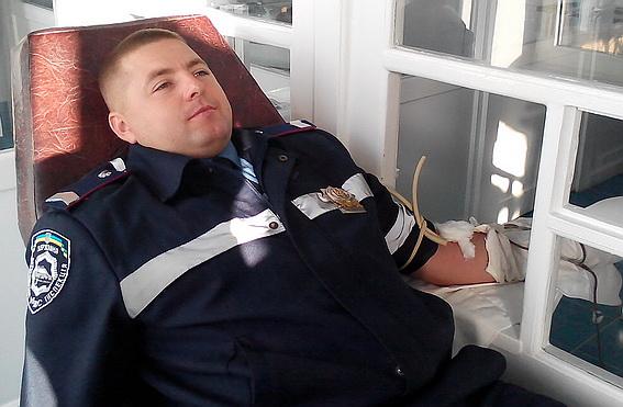 Закарпатські державтоінспектори здали кров для поранених військових (ФОТО)