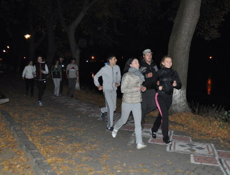 """В Ужгороді провели """"Night RUN"""" та анонсували забіг миколайчиків"""