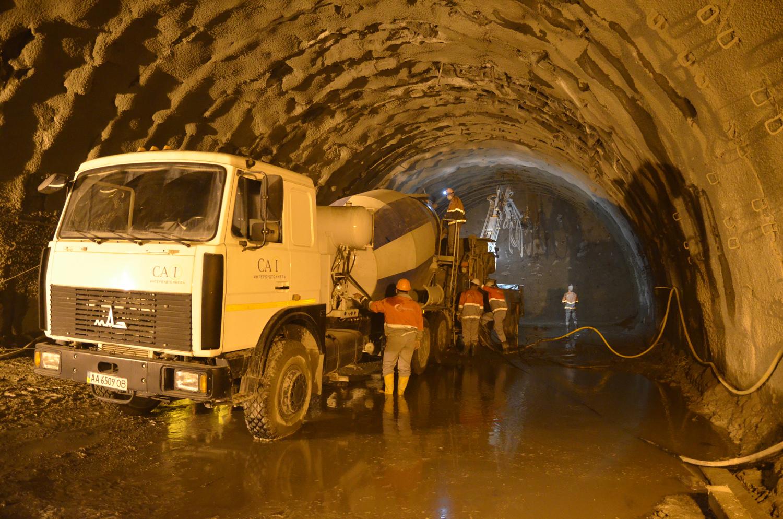 На будівництві Бескидського тунелю триває найскладніший етап