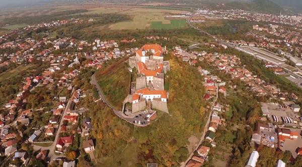 Унікальне Закарпаття: нова аерозйомка мукачівського і невицького замків (ВІДЕО)