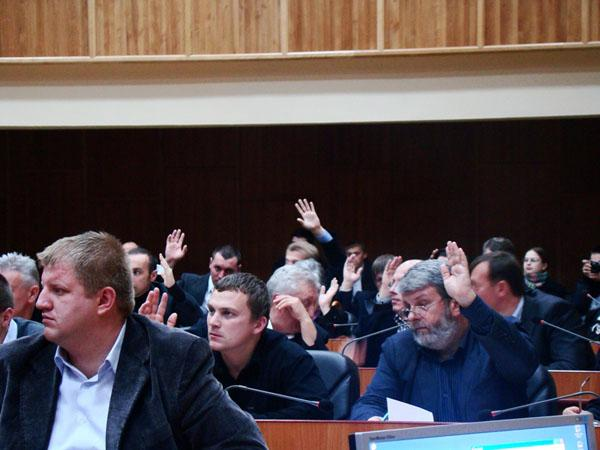 Віктор Щадей під час засідання віддав голос за колишнього регіонала
