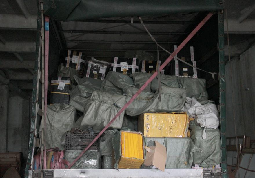 Замість будівельних матеріалів митники виявили одяг, автозапчастини та презервативи (ФОТО)