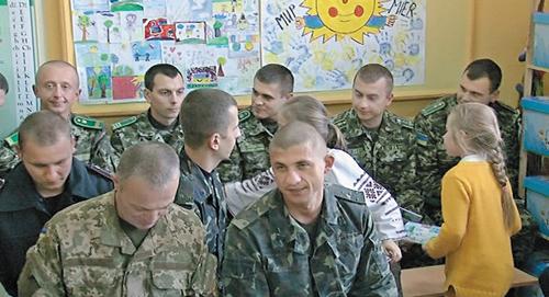 """""""Дякую тобі, солдате, за те, що охороняєш нашу землю!"""", – маленькі закарпатці до військовослужбовців"""