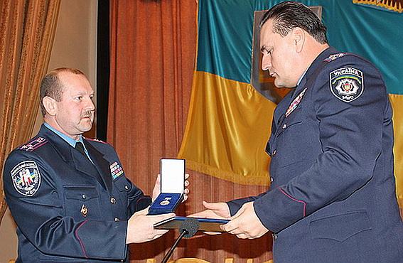 За бездоганну службу та проявлену мужність у зоні АТО Верховна Рада нагородила закарпатця грамотою
