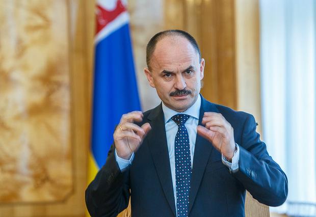 Губаль закликав депутатів Ужгородської міської ради скласти мандати, а ужгородців вийти на віче