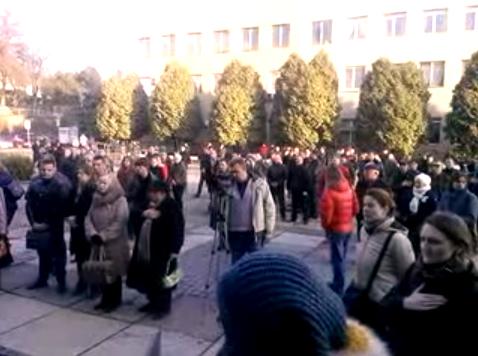 В Ужгороді розпочалась акція протесту проти Віктора Погорєлова (ПРЯМА ТРАНСЛЯЦІЯ)
