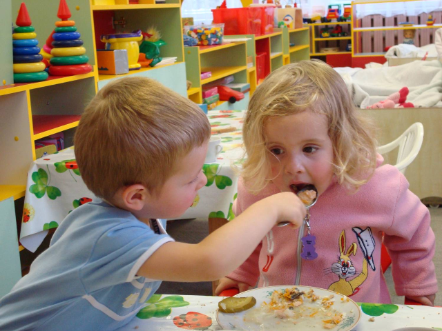 В ужгородських садочках подорожчали обіди для дітей (ВІДЕО)