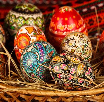 """У колекції ужгородського художника є пасхальні яйця, які періодично """"плачуть"""""""