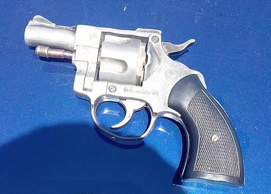 Тячівські правоохоронці виявили в автомобілі пістолет та револьвер