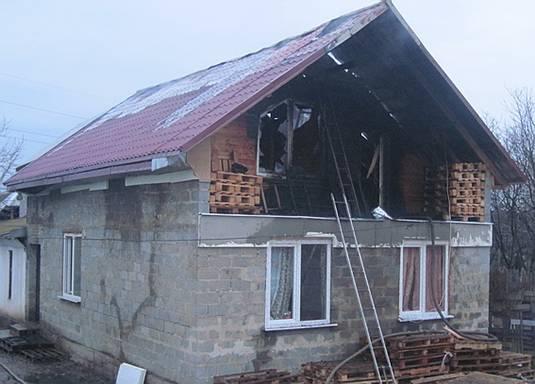 Мукачівець підпалив будинок, у якому жили співмешканка та троє дітей
