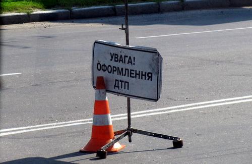 ДТП в Ужгороді: водій мотоцикла та його пасажирка потрапили до лікарні