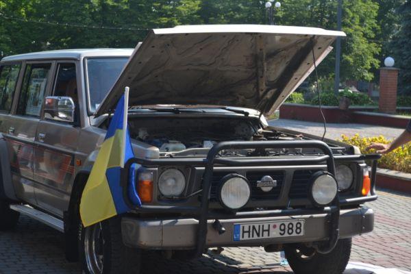 З Тячівщини у зону АТО відправили три автомобілі