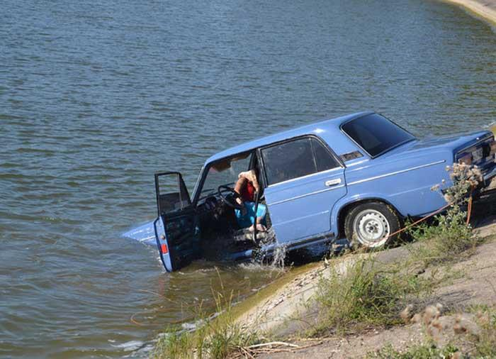На Міжгірщині автомобіль впав із семиметрової висоти в річку: одна людина загинула, п'ятеро у лікарні