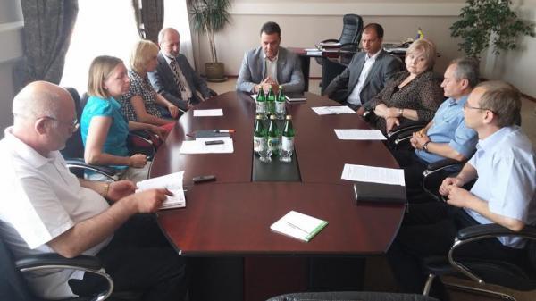 Керівники області, митники та дипломати обговорили гуманітарну співпрацю та оновлення пунктів пропуску
