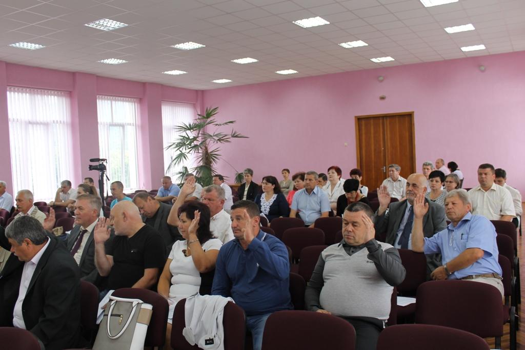 Під час сесії Виноградівської райради частина депутатів демонстративно покинула зал засідань