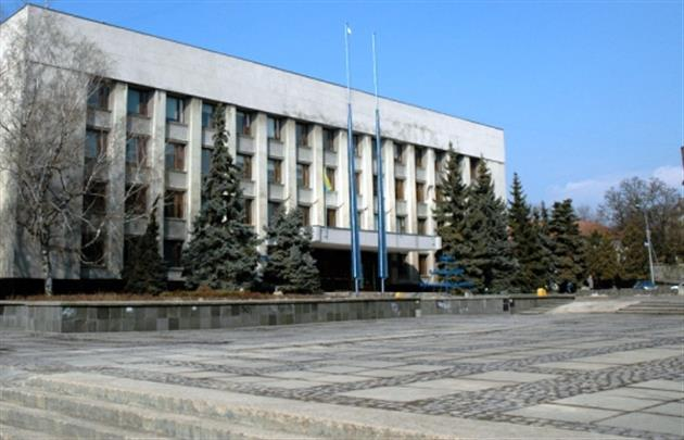 """В Ужгородській міськраді встановили """"особливий пропускний режим"""""""