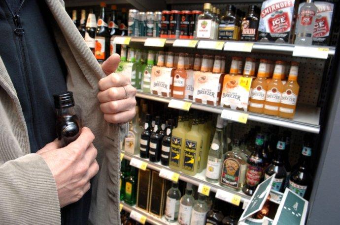Зловмисники обікрали один із магазинів Мукачева