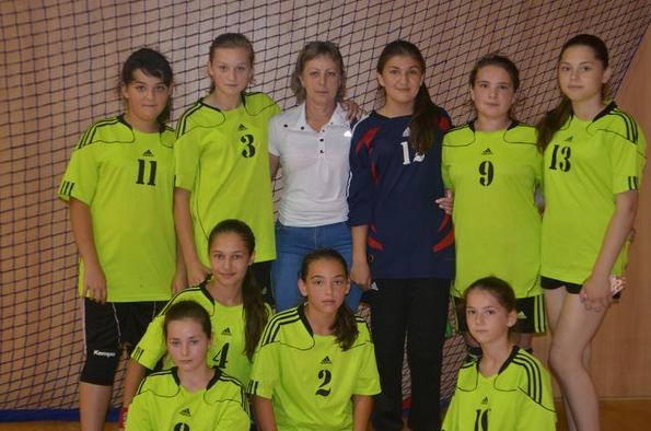 Юні тячівські гандболістки яскраво виступили на міжнародному турнірі у Словаччині
