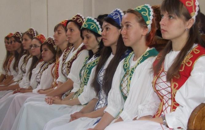 У Берегові випускникам угорського інституту вручили дипломи