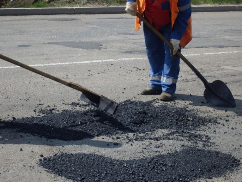 Ужгородських водіїв просять потерпіти, в обласному центрі триває масштабний ремонт доріг