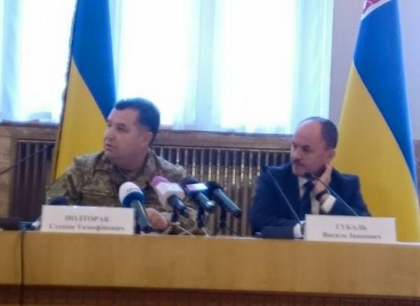 Степан Полторак в Ужгороді прямо під час зібрання звільнив військового чиновника