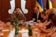 Родини закарпатських військових з вимогами зустріли Міністра оборони Степана Полторака
