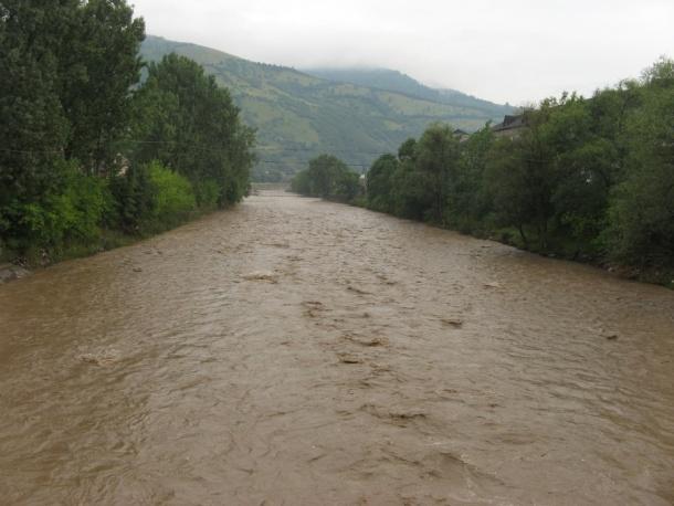 Закарпатців попереджають про сильні зливи в краї