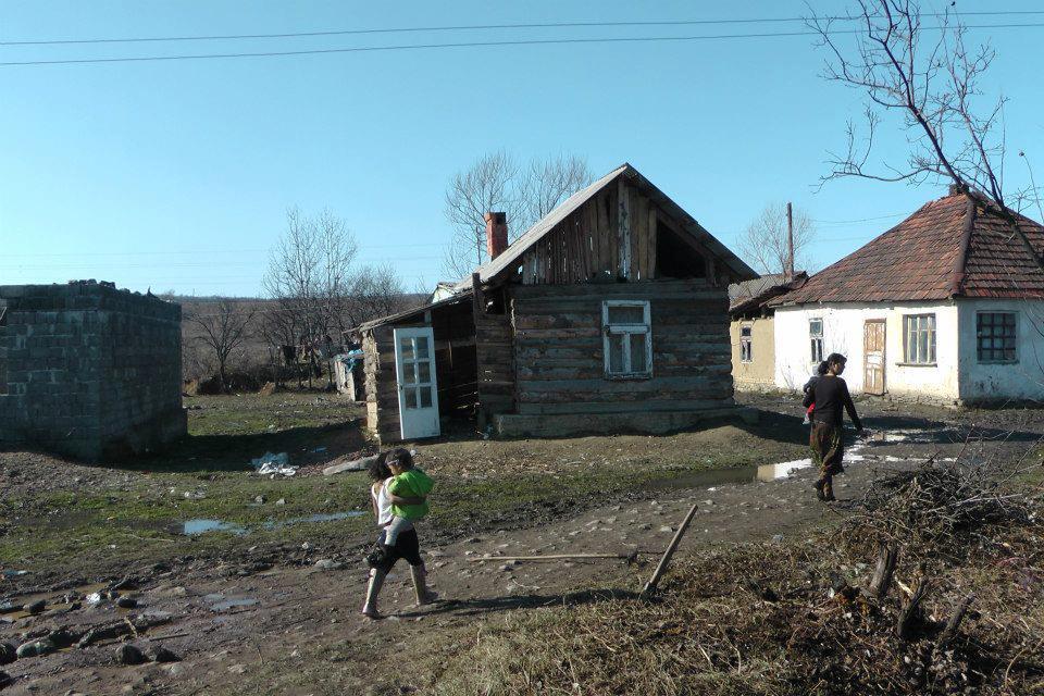 На території Мукачева та району проживає близько 10 600 ромів, з них 100 раніше судимі