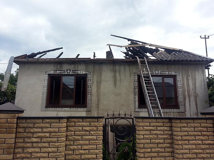 На Іршавщині вогонь запалав у житловому будинку та літній кухні