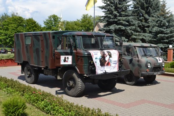 З Тячівщини для військових у зону АТО відправили два транспортні засоби
