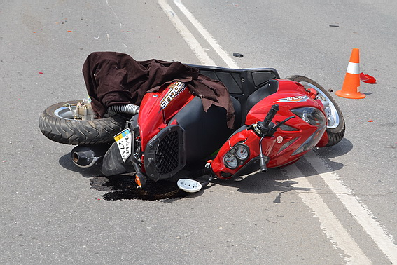 Водій скутера, який учора потрапив у ДТП, загинув у реанімації
