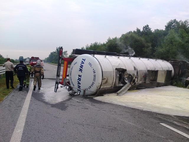 На Житомирщині закарпатець врятував життя водію вантажівки з пальним