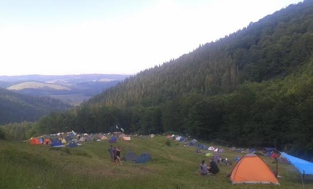 Біля водоспаду Шипіт розпочався неформальний табір