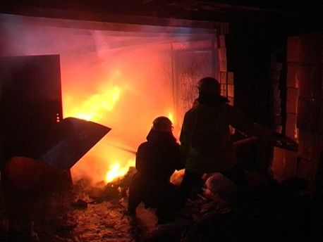 Під час загорання гаража у Мукачеві згоріло майно вартістю 20 тисяч гривень