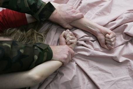 На Ужгородщині злочинець, який звільнився з ізолятору, зґвалтував матір свідка