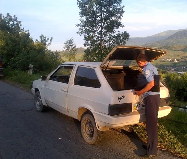 По дорозі до Воловця в салоні авто ДАІвці знайшли кастети
