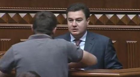 """Через """"Правий сектор"""" у Верховній Раді побились двоє народних депутатів"""
