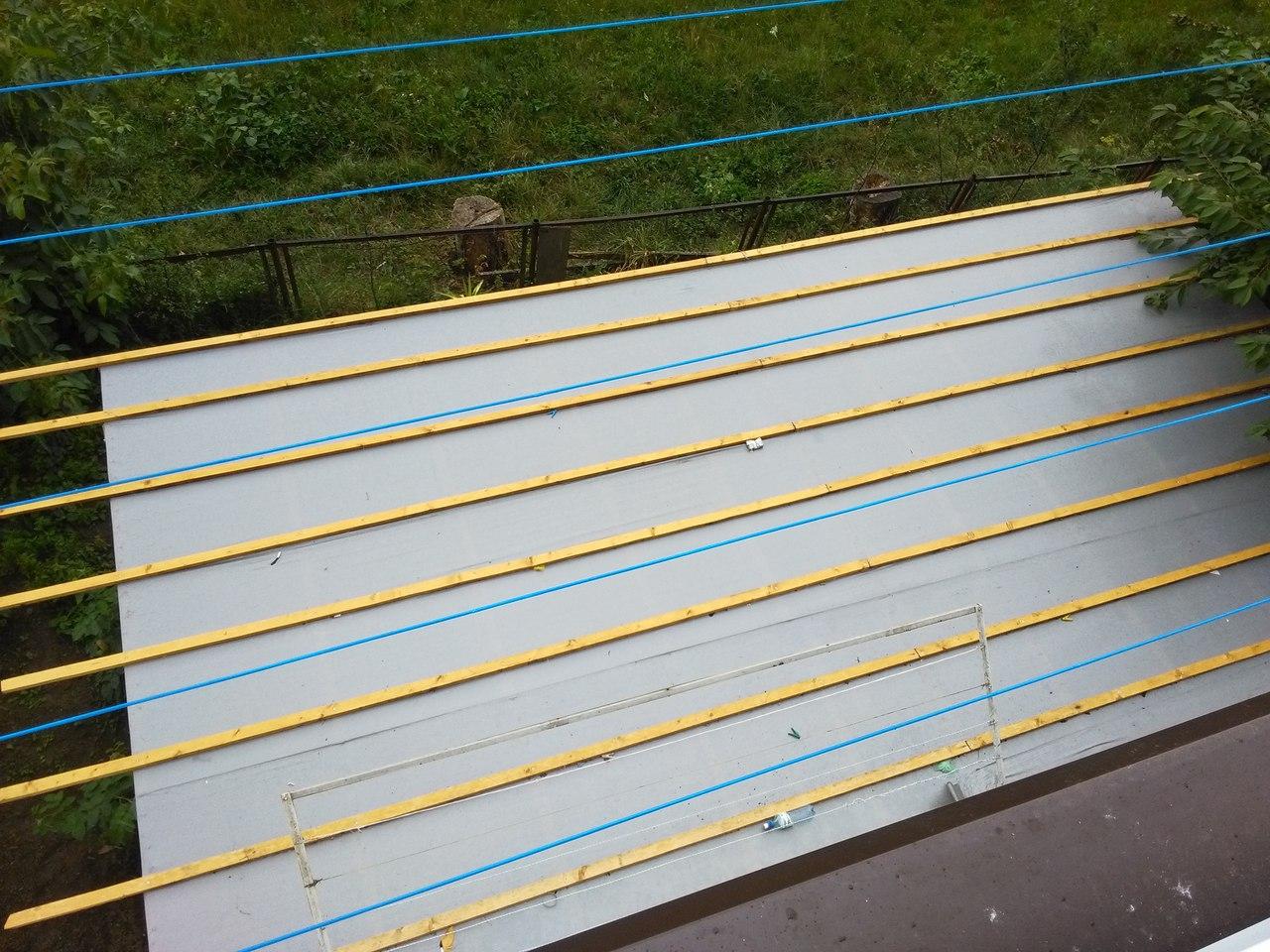 Мукачівець самовільно встановив на своєму балконі терасу