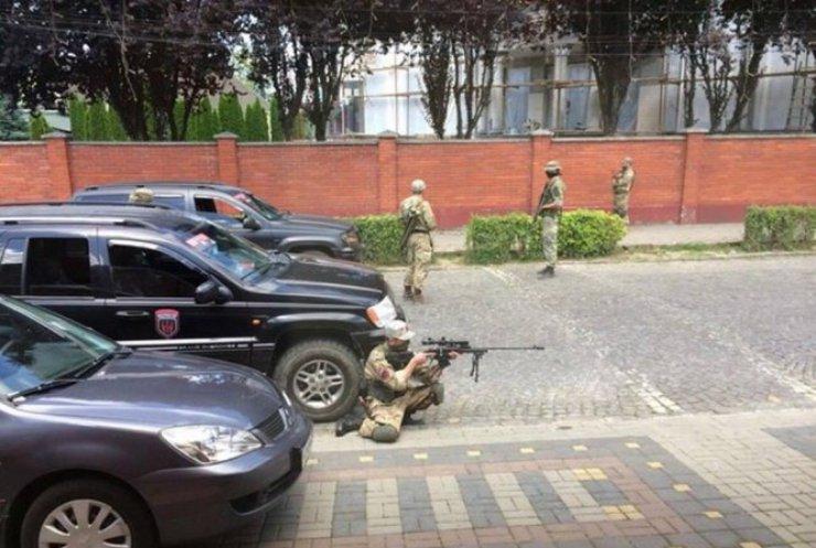 """""""Правий сектор"""" створив оперативний штаб щодо ситуації в Мукачеві"""