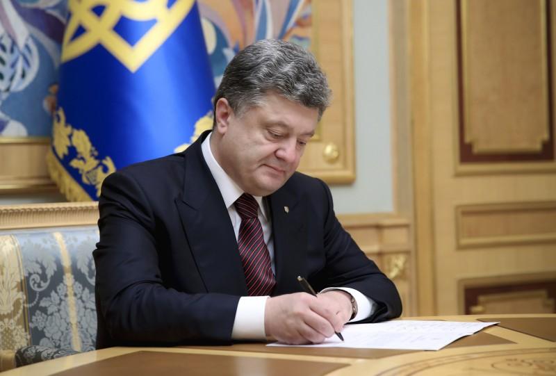Порошенко звільнив усіх керівників РДА Закарпаття