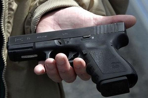 У Мукачеві зловмисник погрожував продавчині магазину іграшковим пістолетом
