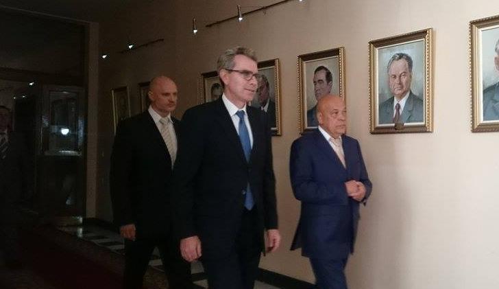 """Перед зустріччю з Москалем Посол США відвідав фабрику """"Фішер"""""""